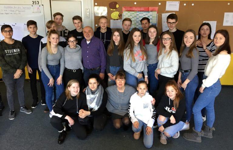 Herr Dr. Zacher besucht die Klasse 9.4 der GSF
